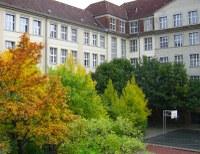 FEO Schulhof im Herbst